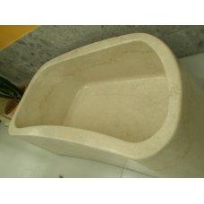 Мойка из мрамора  бежевого цвета, выполнена из блочного материала