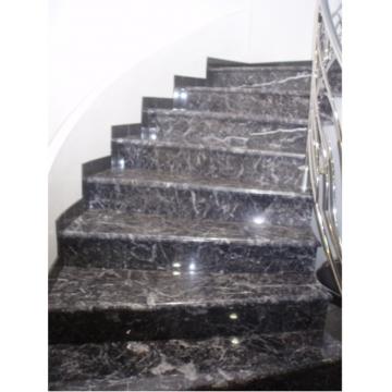 Лестница из мрамора черно-серого цвета Сильвер Блек Турция