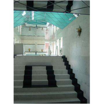 Лестница из мрамора белого цвета Каррара Бьянко и гранита черного цвета Ангола Блек