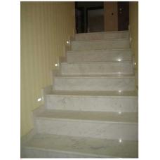 "Лестница из бело-серого мрамора ""Виктори"""