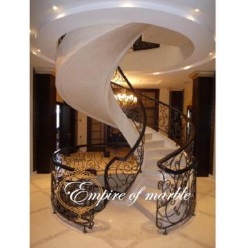 Винтовая лестница из мрамора с подступенками