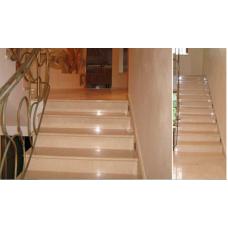 Мраморная лестница с ковкой