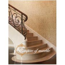 Мраморная лестница выполнена из мрамора Галала по индивидуальному проекту