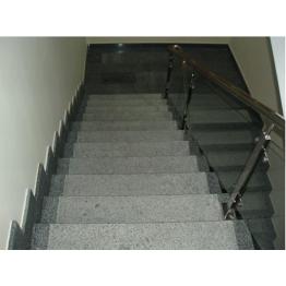 Гранитная лестница выполнена по индивидуальному проекту из гранита Покостовккого месторождения