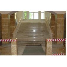 Мраморная лестница с балясинами и перилами из мрамора Имперадор лайт классик