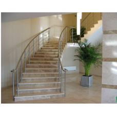 Мраморная лестница в сочетании двух цветов мрамора: «Имперадор лайт» (Испания) и «Крема нова» (Турция)