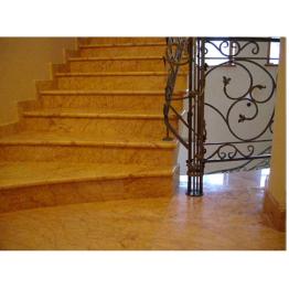 Лестница-60 Мраморная лестница из мрамора «Крема валенсия»