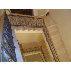 Мраморная лестница из мрамора «Дайно реале» (Италия)