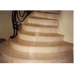Лестница-67 Мраморная радиусная лестница из бежевого мрамора «Крема беллисимо»