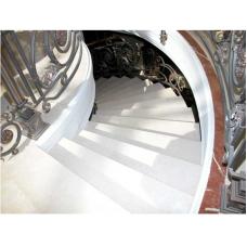 Мраморная радиусная лестница из мрамора «Тассос» со вставкой «Роджо аликанте»