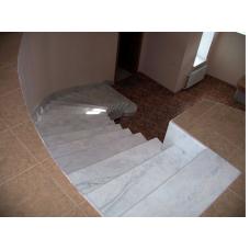 Лестница-88 Мраморная лестница из белого мрамора «Бьянко каррара» (Италия)