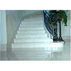 Мраморная радиусная лестница из мрамора «Агора беж»