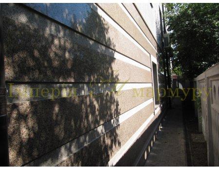 Использование природного камня в облицовке фасада дома
