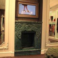 Каминный портал из зеленого мрамора Verde Gvatemala c индийским мотивами