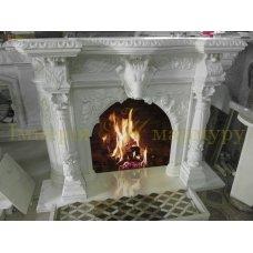 Белый портал из мрамора Тассос гармонично впишется в дом заядлого охотника
