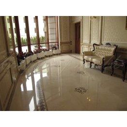 Красивый холл из мрамора