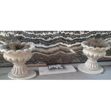 Парная садовая ваза из травертина