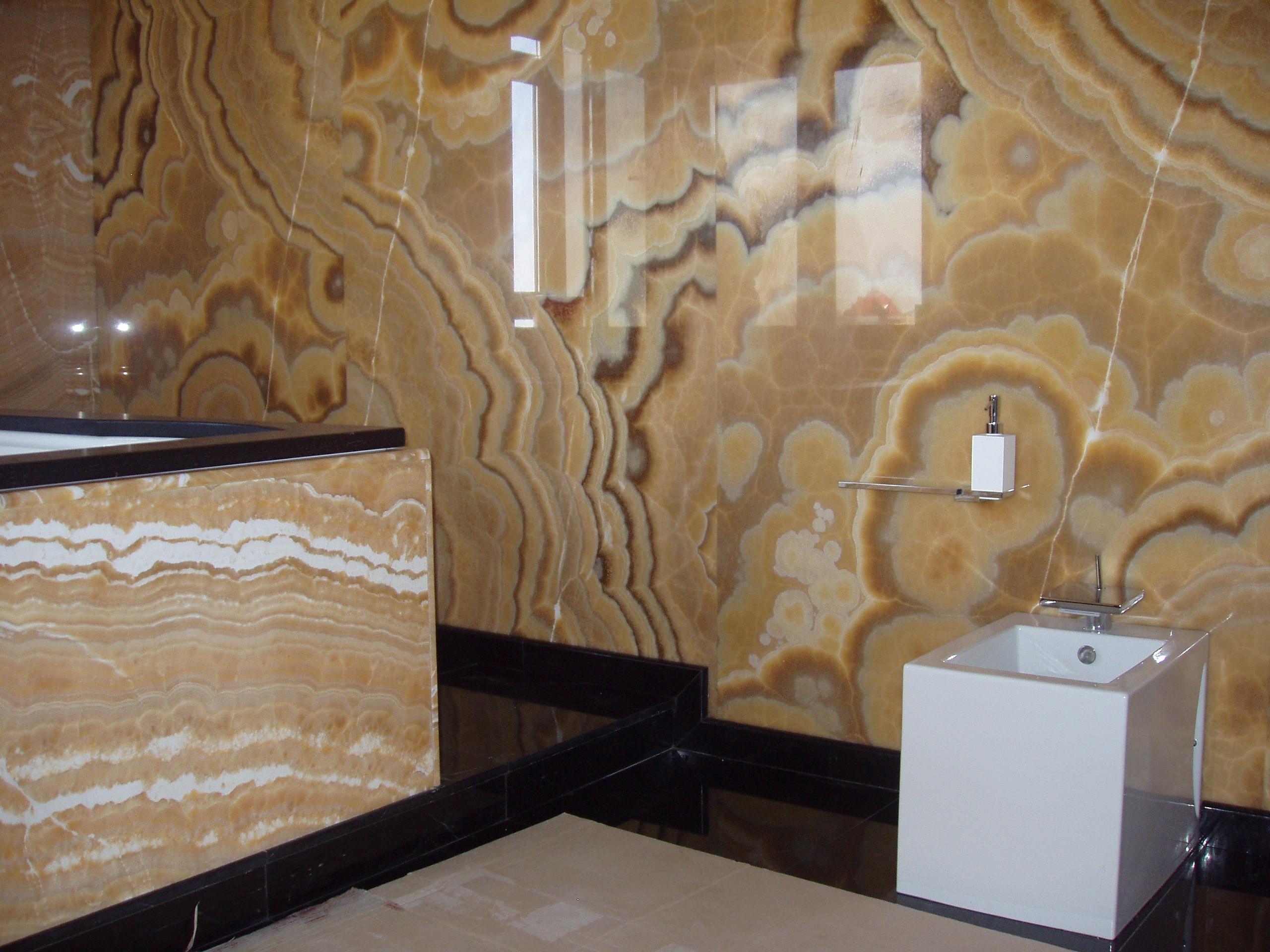 Оникс в ванной