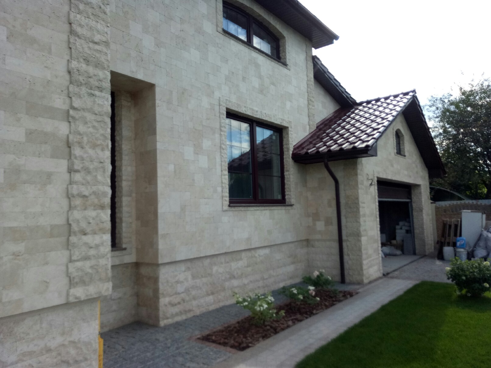 Травертин для отделки фасада дома